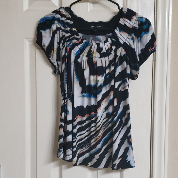 Tops - Cute patterned, short sleeves blouse